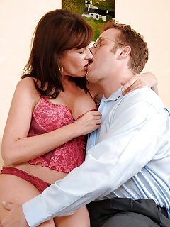 Mature Kissing Pictures